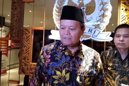 Risma Ikut Bungkus Nasi di Lokasi Banjir, PKS: Itu Bukan Tugas Mensos