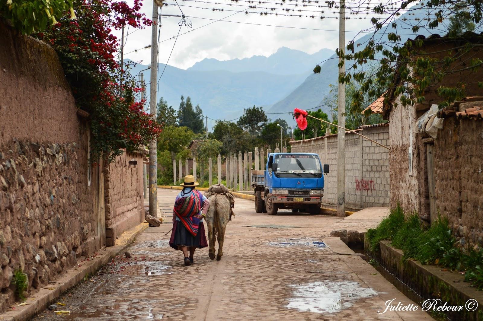 Péruvienne à Yucay, Pérou