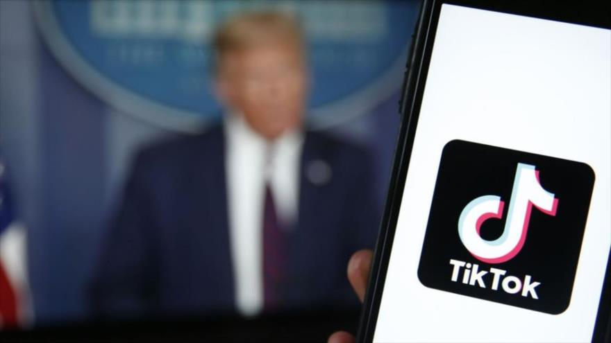 Trump reclama dinero por la compra de TikTok