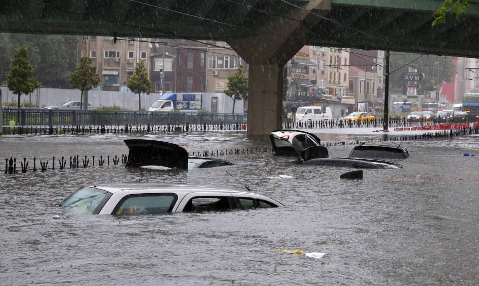 Εικόνες σοκ από τις καταστροφικές πλημμύρες στην Τουρκία