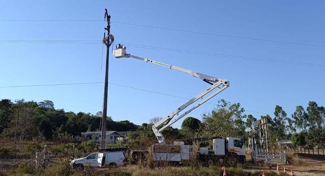 Manutenção com caminhão de cesto aéreo - Energisa