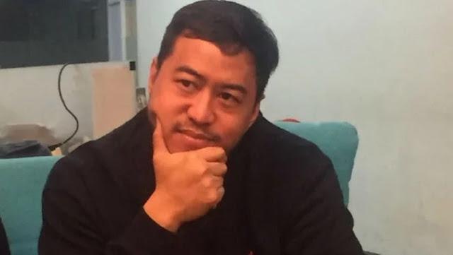 Komika Pandji Foto Bareng Lem Aibon, Mention Gubernur Anies