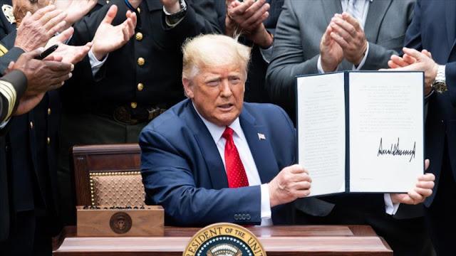 Trump prohíbe que la Policía use llaves de asfixia