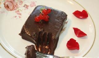 Σοκολατένιο γλυκό ψυγείου με 3 υλικά έτοιμο σε 5 λεπτά