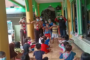 Kwarcab Pramuka Jakut berikan Trauma Healing kepada Anak-anak Korban Kebakaran di Pademangan Timur