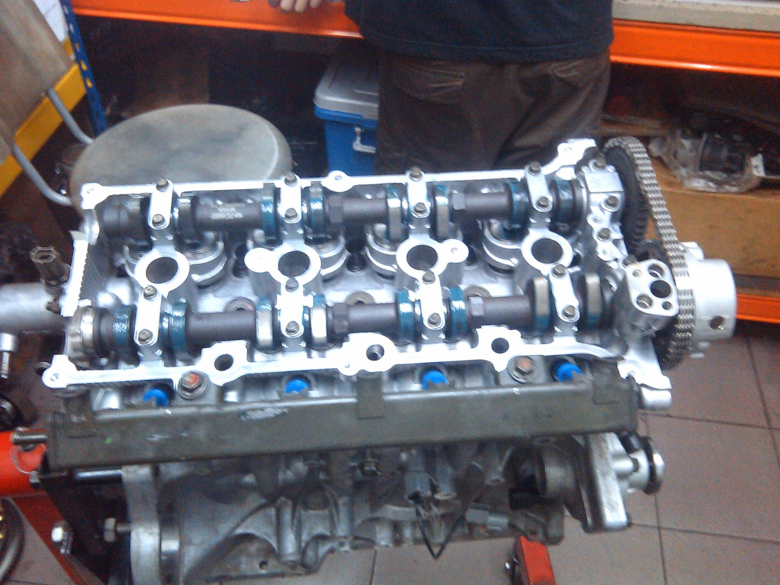 Next after a few days, the mechanic successfully install the cam, pistons,  cylinder head, timing chain!, valve etc.