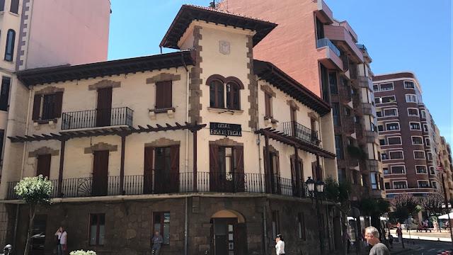El Ayuntamiento reformará la fachada del euskaltegi que presenta un notable deterioro