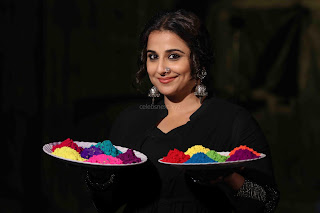 Vidya Balan Playing Holi For Promoting Begum Jaan movie 6.JPG