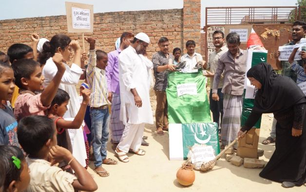 मुसलमानों ने निकाला जनाजा-ए-पाकिस्तान - newsonfloor.com