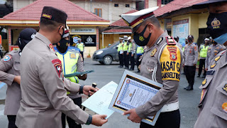 Kasat Lantas Polres Tator Mendapat Penghargaan Pos Lilin Terbaik