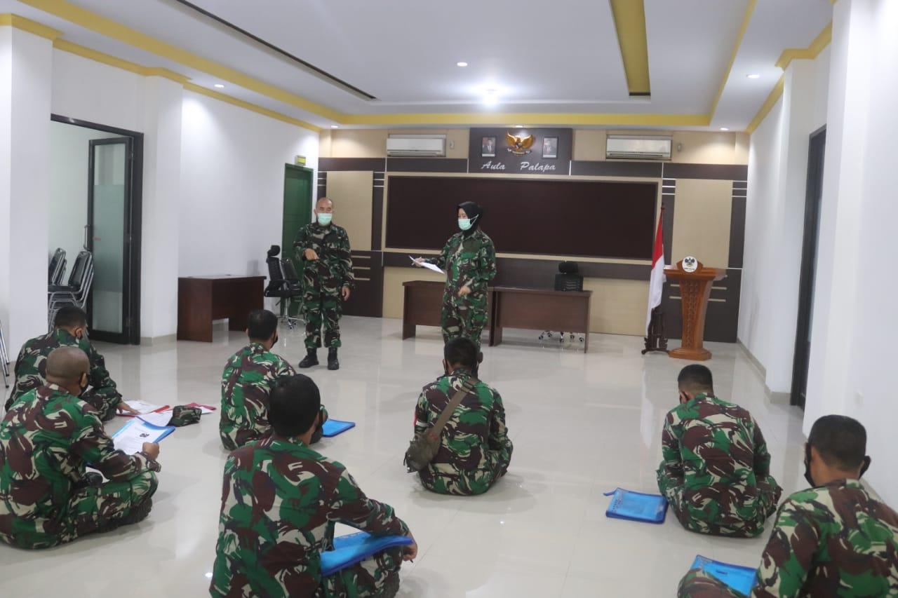 Dalam rangka tertib Administrasi bidang personel, Pasipers Kodim 0410KBL Mayor Chk (K) Hastuti, S.H.,M.H, melakukan pengecekan kelengkapan Dosir personel Kodim 0410KBL