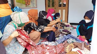 Mahasiswa HIMA Manajemen UMP, Gelar Baksos dan Kegiatan Layak Anak di Desa Kemirilor