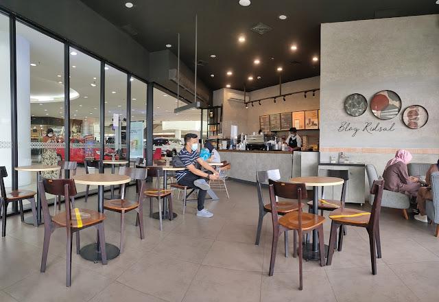 MAXX COFFEE - SUMMER EDITION di Plaza Medan Fair - Ruangan