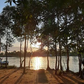 Senja di danau seran