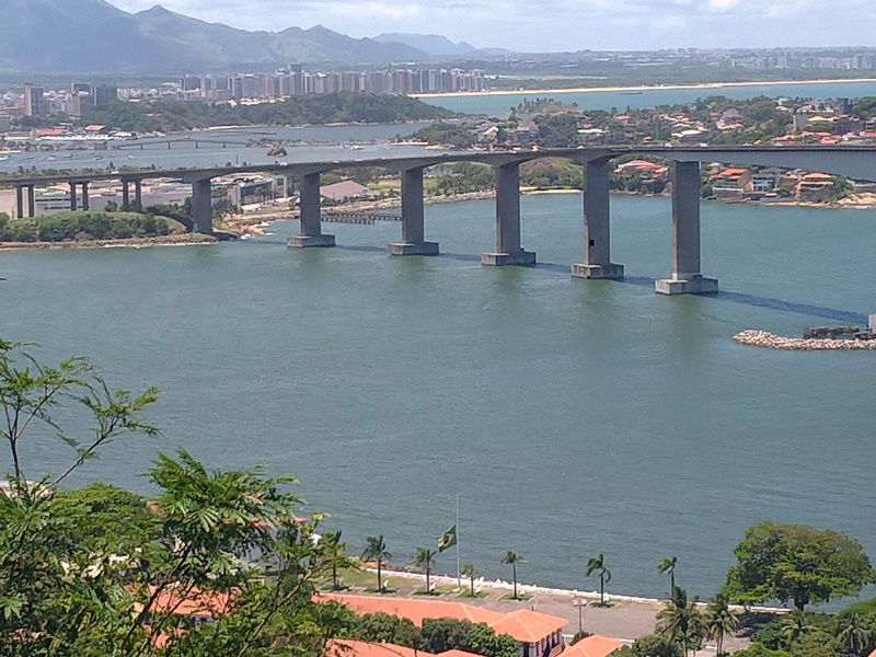Vista de Vitória direto do Convento da Penha situado na cidade de Vila Velha
