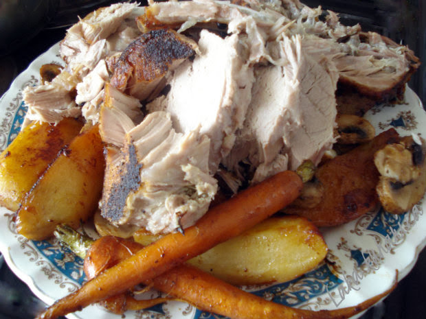 Sunday roast with vegetables by Laka kuharica: succulent pork roast soft on the inside and crispy on the outside.