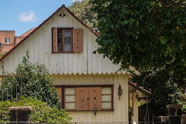 Casa de madeira na Rua Nilo Peçanha - detalhes