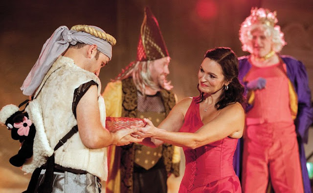 Offenbach: La belle Helene - Anthony Flaum, Hannah Pedley - New Sussex Opera (Photo Robert Knights)
