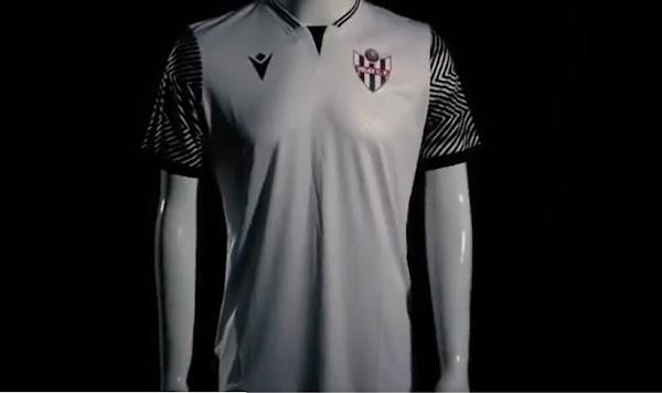 El Vélez CF vestirá hoy la nueva camiseta Macron 2021/2022 ante el Málaga
