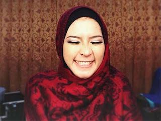 Nadira Octova Pakai Hijab Merah