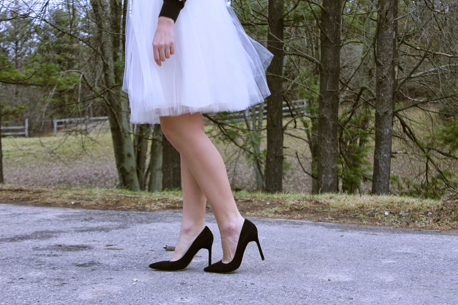 how to style a white skirt