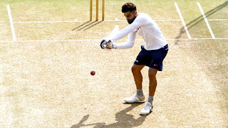 VIRAT KOHLI TRIED HIS HAND IN GULLY CRICKET BEFORE RETURNING WATCH VIDEO