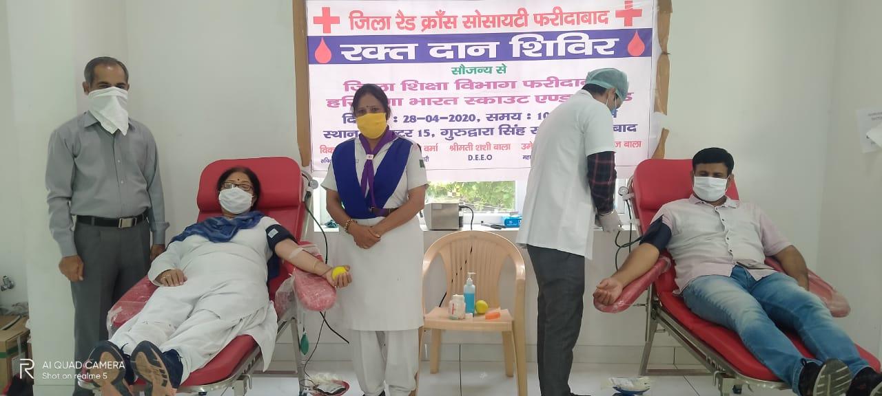 लॉकडाउन :  विधायक सीमा त्रिखा ने किया रक्त दान