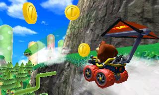 Captura de 3DS con Donkey Kong planeando en ala delta en Mario Kart 7 (3DS)