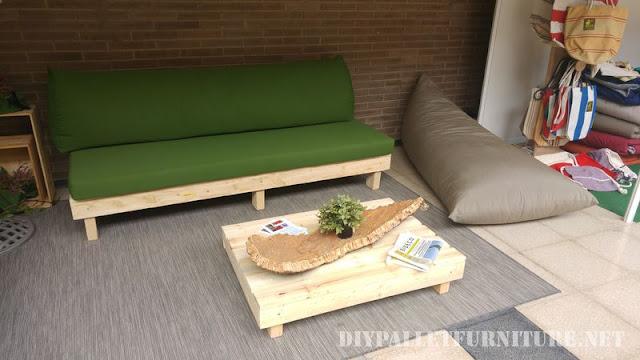 Sofas y sillones con cojines de for Reciclado de palets sillones