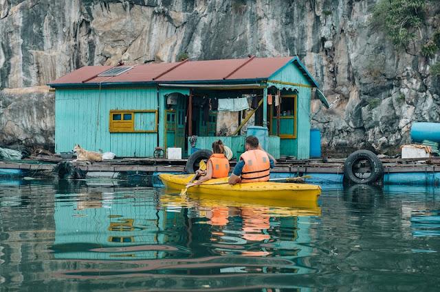 Kayaking – unique tourism service on Ha Long Bay 2