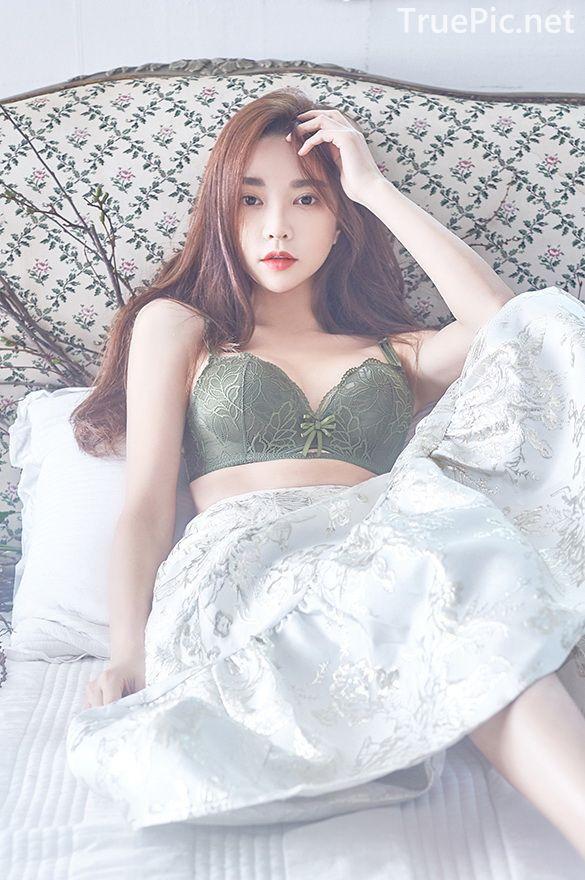 Korean beautiful model and fashion - Park Soo Yeon - Dark Green Bra Set - Picture 1