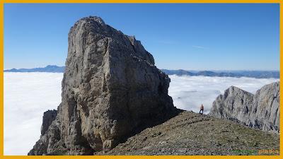 Vistas hacia la Morra de Lechugales sobre un mar de nubes.