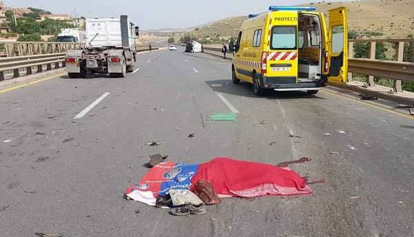 مصرع شخص إثر  انحراف و انقلاب سيارة نفعية بالشلف