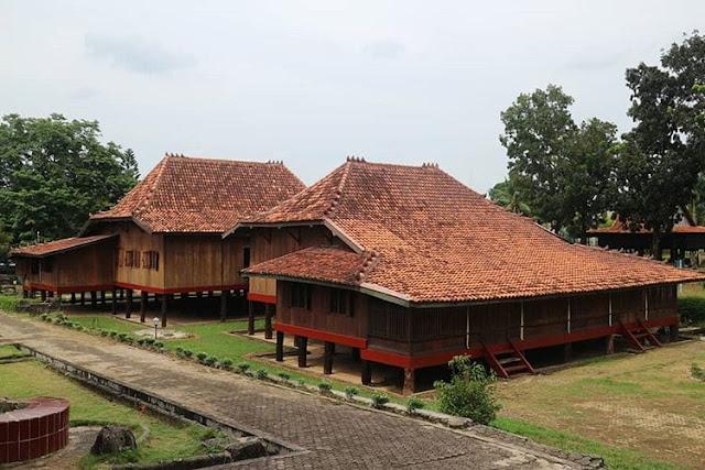 """Rumah Adat Provinsi Sumatra Selatan """"Limas"""""""