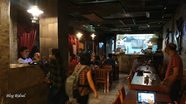 Raden'S Crispy Steak and Spicy Chicken: Bisa Nongkrong Sambil Nostalgia - Lantai 1