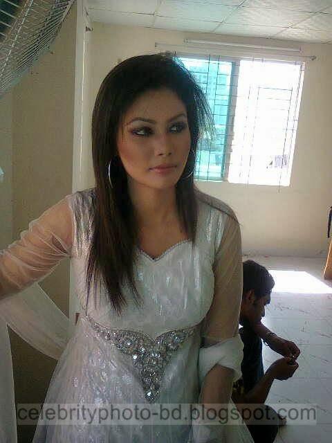 Latest Photos Of Bangladeshi Sexy Teenage Girl of Dhaka Looking Hot In Skin Tight Dress