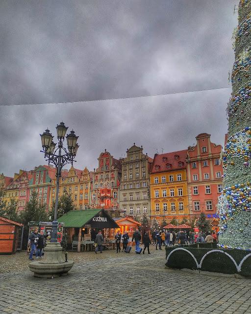 Rynek we Wrocławiu, widok w grudniu na Jarmark