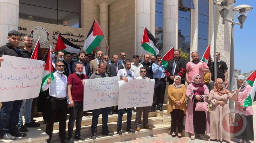 وقفة احتجاجية خارج محكمة قلقيلية ضد جرائم الاحتلال