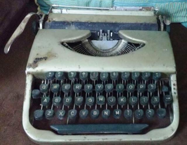 THE MAN AND HIS MACHINES : ADITYA VIJ,TYPEWRITERS,HISTORY