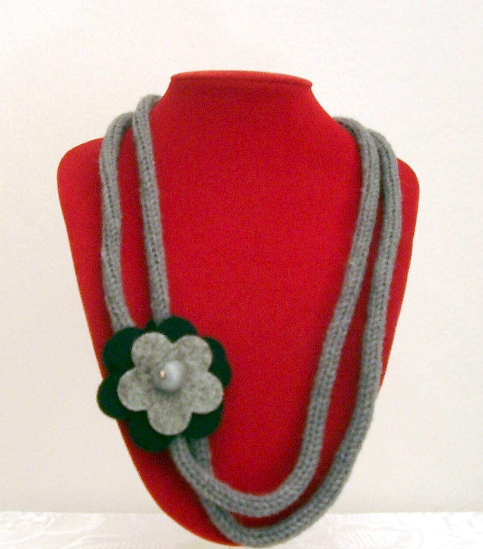 nuovo massimo stile squisito più amato L'angolo di Lella: Tubolare di lana con fiore in feltro
