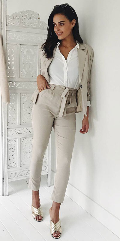 Looking forward to walking your workspace with style? Check out these 24 Stylish Summer Work Outfits for Women that are Office-friendly. Work Wear via higiggle.com | grey Blazer + trouser | #summeroutfits #office #workoutfits #blazer