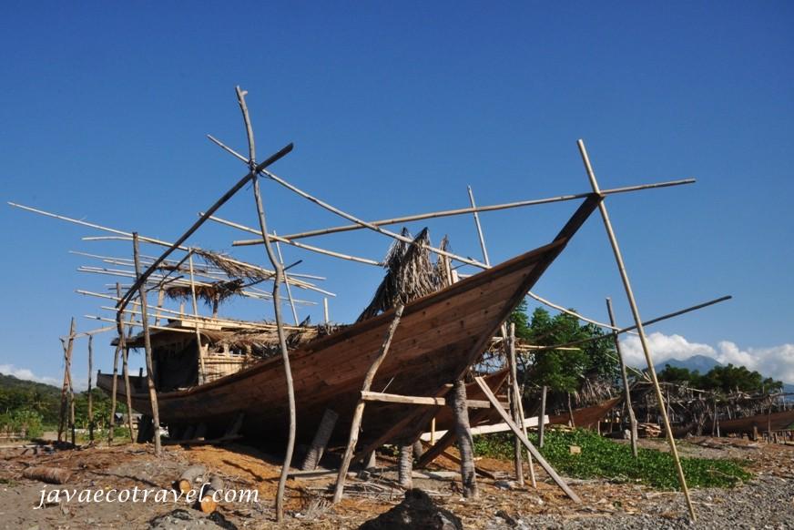 wooden boat maker