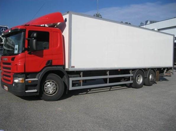 truk box tronton panjang dan besar