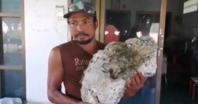 Pemulung Ini Temukan Batu Senilai Rp 9,1 Miliar di Pantai
