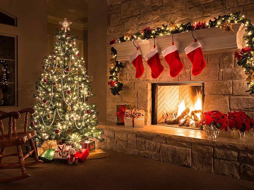Árvore e meias para os presentes de São Nicolau, EUA