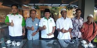 Ketua Pembina HKTI NTB bersama anggotanya