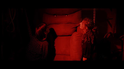 Killer Sofa screenshot - SIT! SIT! SIT! SIT ON THE DE-VIL!