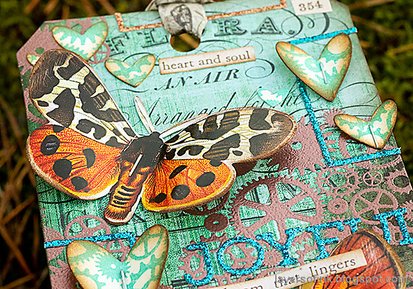 Layers of ink - Butterflies and Gears Tag Tutorial by Anna-Karin Evaldsson. Sticker butterfly.