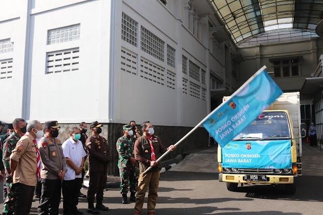 Pangdam III/Slw Hadiri Pelepasan dan Pendistribusian Tabung Oksigen ke-Posko Kab/Kota Bandung