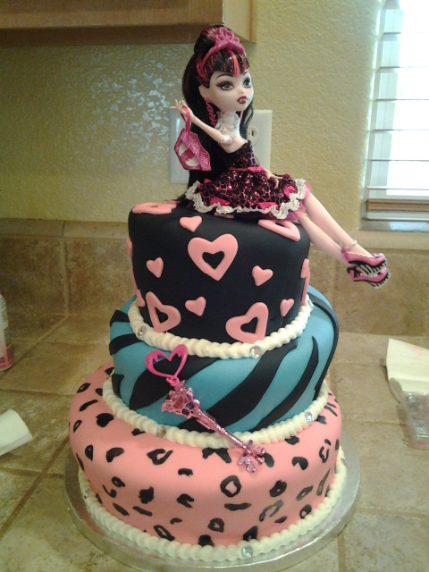 Home Sweet Home Cakery Monster High Cake And Cupcakes
